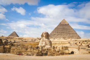 Pirámide de Guiza. Descubre la época más barata para viajar a las 7 maravillas del mundo moderno